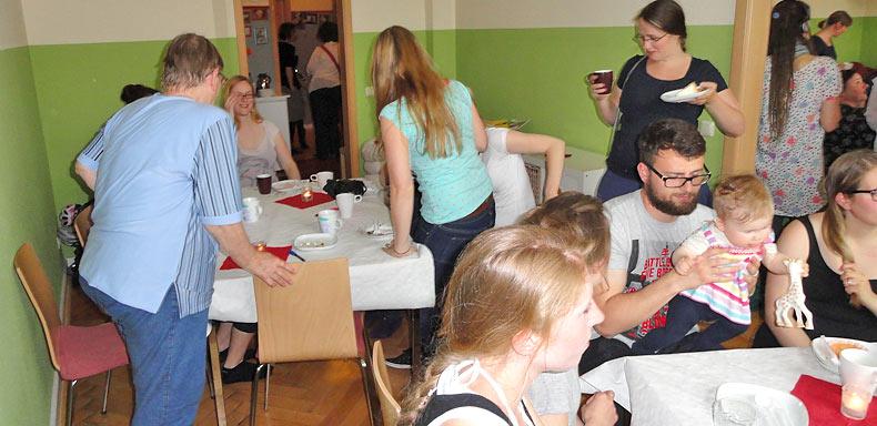 Die Erzählcafé-Aktion zum Internationalen Hebammentag am 5. Mai 2015 in Jena